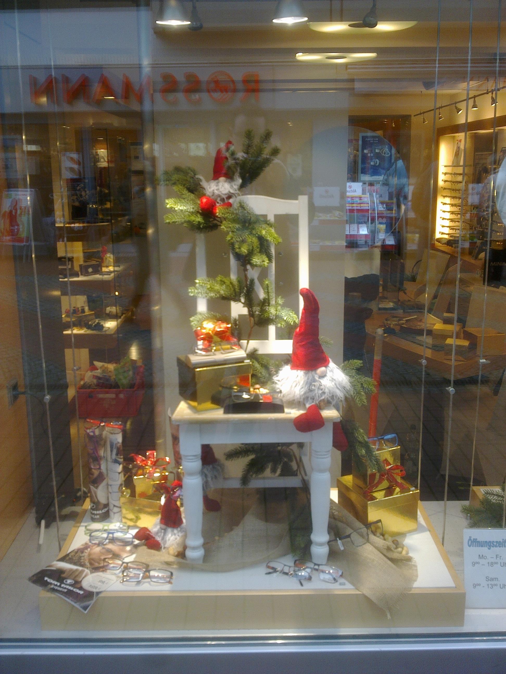 Optiker schaufenstergestaltung weihnachten steht vor der t re lust auf hingucker - Schaufensterdekoration weihnachten ...